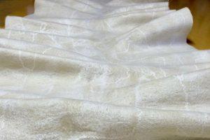 羊毛とシルクのフェルトの生成り色のストール
