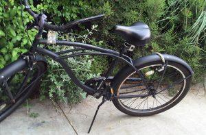 ハーブガーデンと黒い自転車