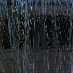 織り機にかかっているアバカ糸の束