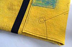 ハンドメイドフェルトの黄色のパソコンホルダー