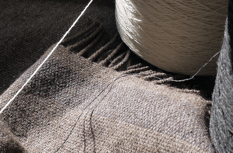 ヤクの糸とヤクの糸で織ったショール